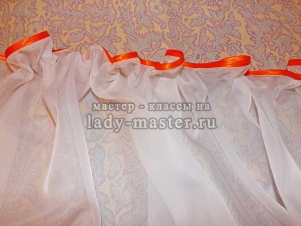 белую вуаль нанизываем на нитку