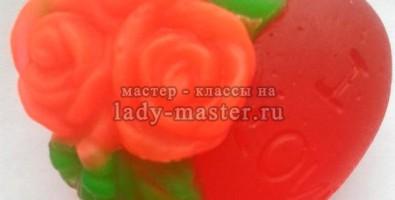 Мыло из основы в виде сердечка с розами своими руками