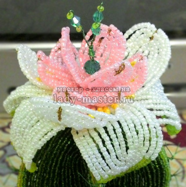 цветок кактуса из бисера, фото