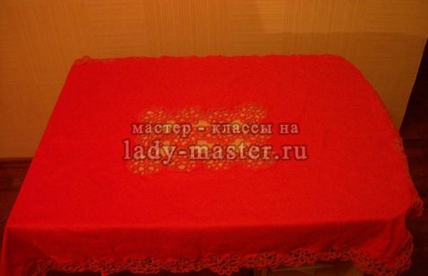 Скатерть из льняной ткани с орнаментом фриволите, фото