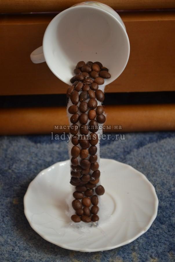 первый ряд кофейных зерен, фото