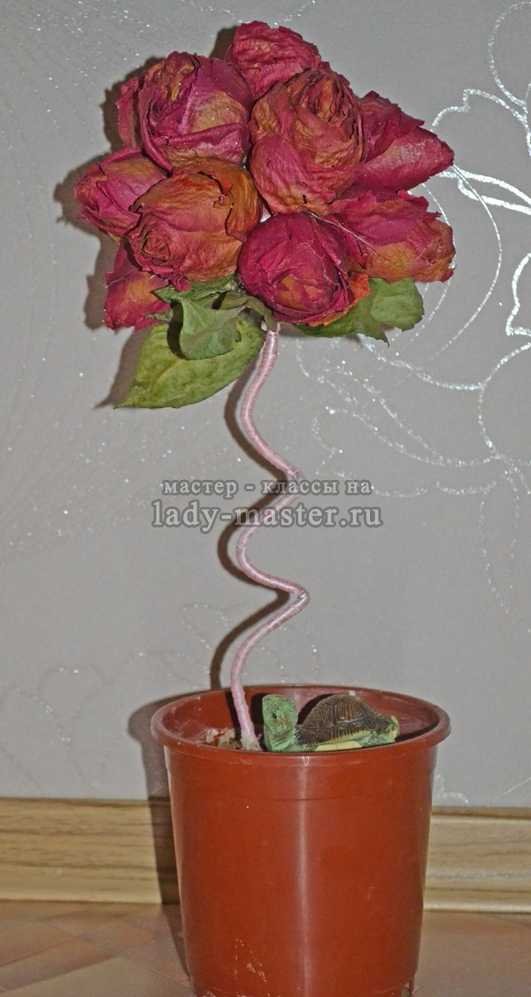Топиарий из сухих роз готов, фото