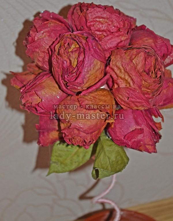 засушенные розы с блеском