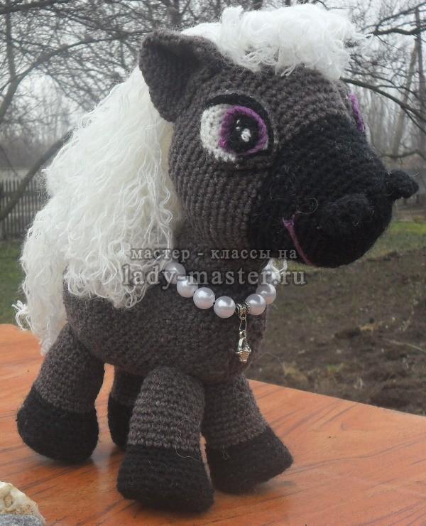 красавица - лошадка, связанная крючком, фото