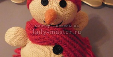 Вязаные игрушки спицами: веселый снеговик