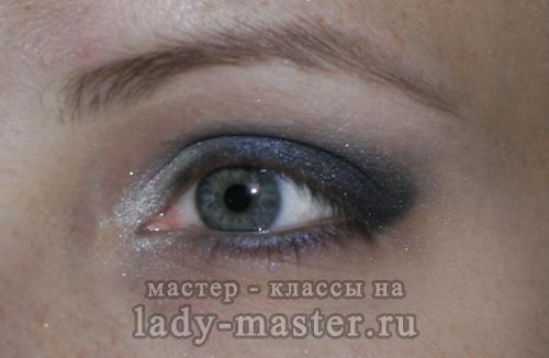 Вечерний дымчатый макияж для серых глаз, фото