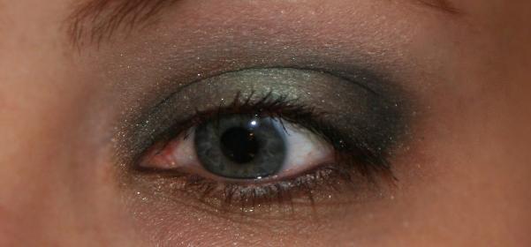 Красивый, пошаговый, вечерний макияж для серых глаз, фото