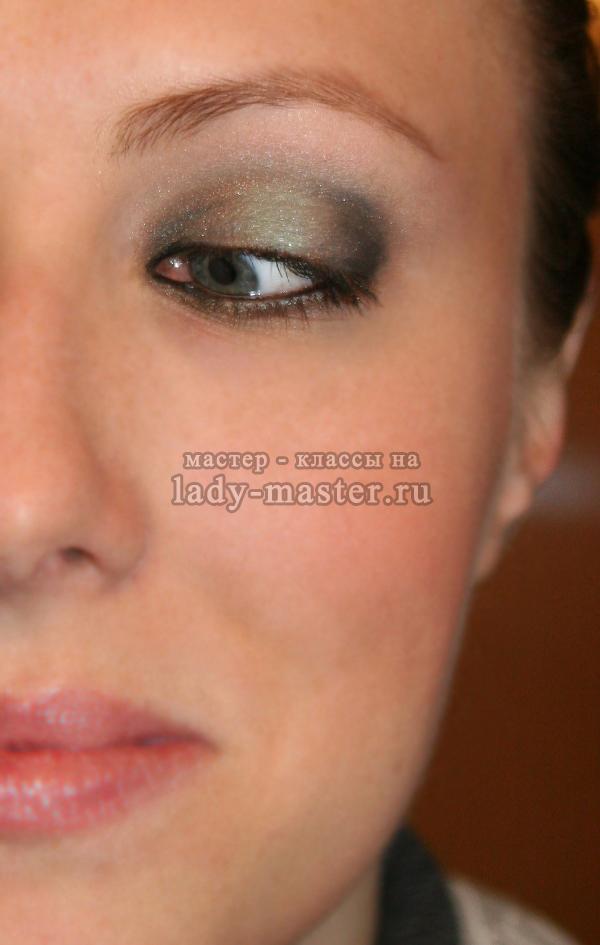 Красивый вечерний макияж для серых и серо - зеленых глаз готов, фото
