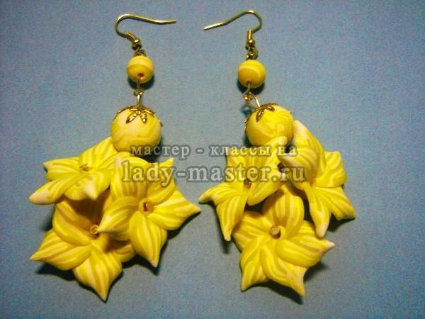 Осенние серьги с желтыми цветами из полимерной глины, фото