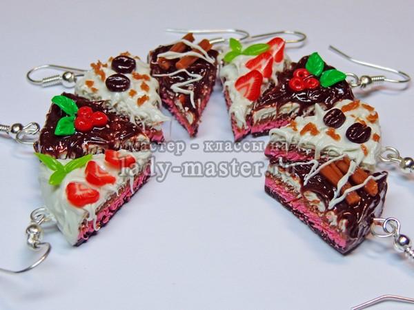 Серьги в виде кусочков тортов из запекаемой термопластики, фото