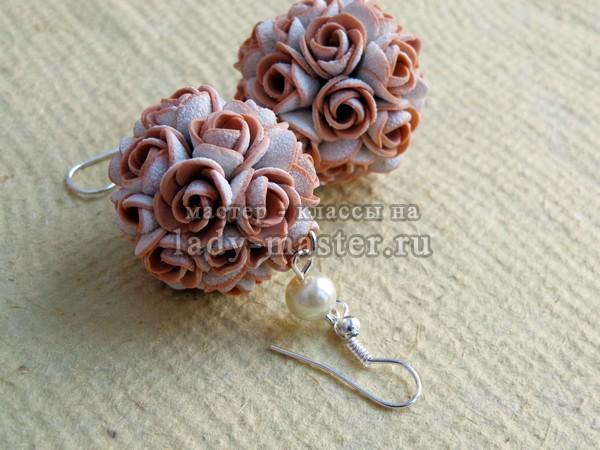 Серьги с цветами из пластики, фото
