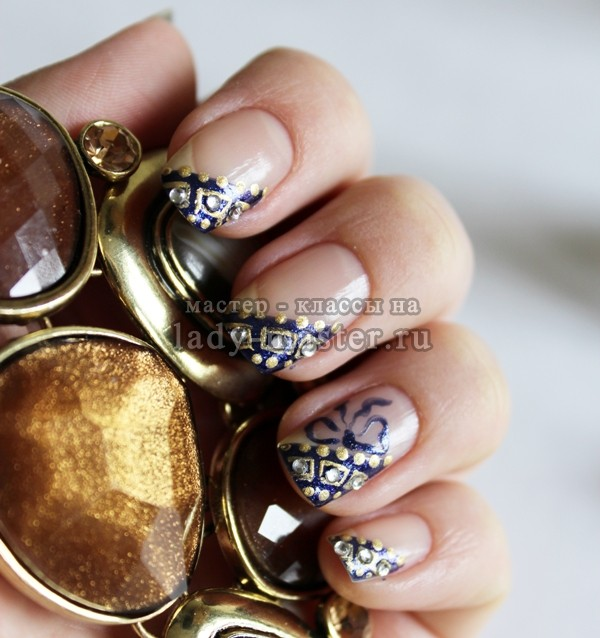Дизайн ногтей корона из страз