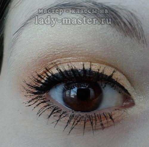 макияж золотистыми тенями, фото