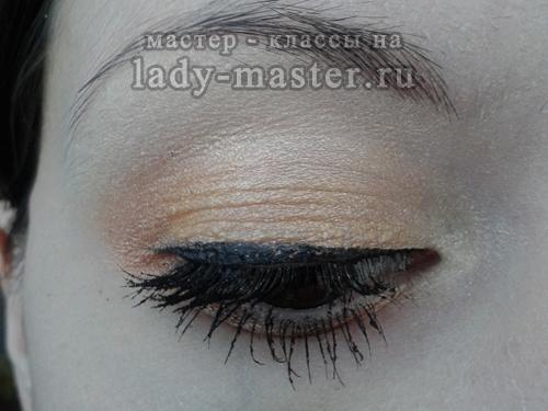 макияж с золотыми тенями фото