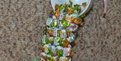 Топиарий летящая кружка из конфет своими руками