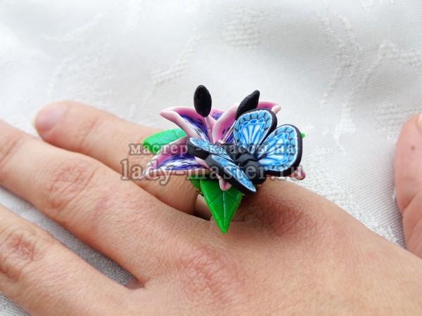 кольцо с голубой бабочкой из полимерной глины, фото