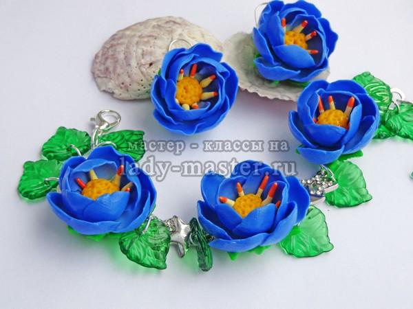 Синие цветы из пластики, фото