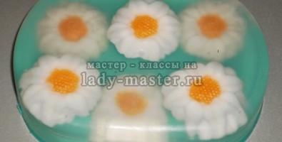 Весеннее ромашковое мыло