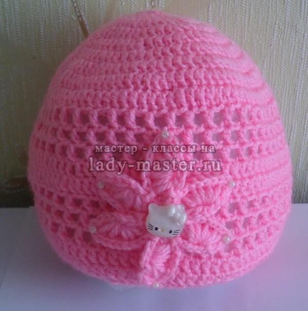 Вязаная шапочка крючком для девочки 1,5-2 лет