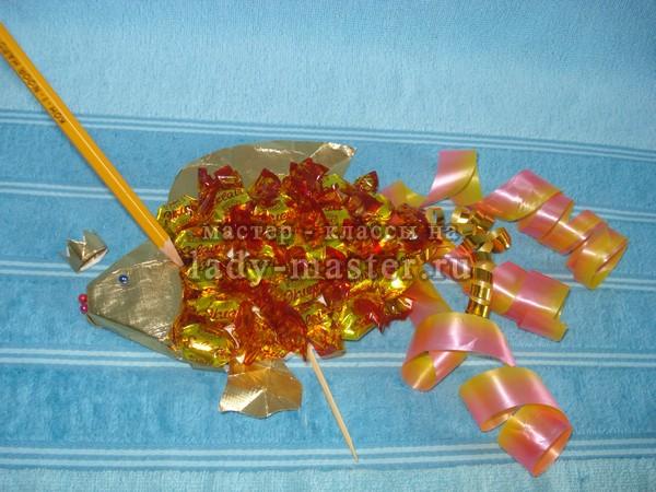 Золотая рыбка из конфет своими руками пошаговое фото для начинающих 52
