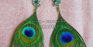 Стильные серьги с перьями павлина