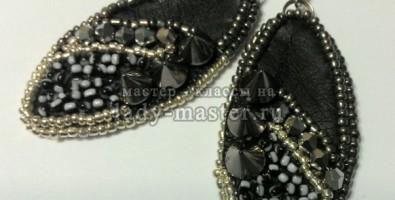 Темно-серебристые серьги с шипами