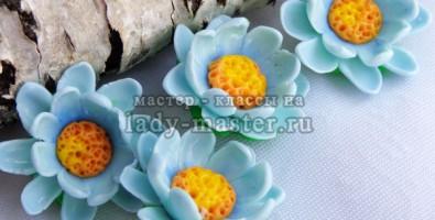 Цветы из полимерной глины. Лепка объемных цветов из запекаемой термоглины при помощи каттера или вырубки