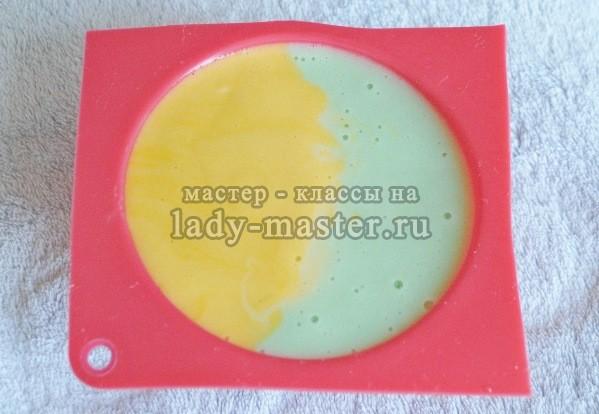 Мыло своими руками двухцветное