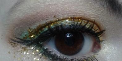 Встречаем год Козы ярко – новогодний макияж для карих глаз