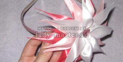 Ободок для волос с цветком канзаши