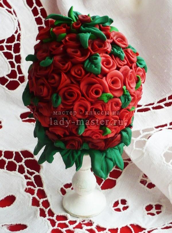 Пасхальное яйцо, с розами из полиметной глины, фото