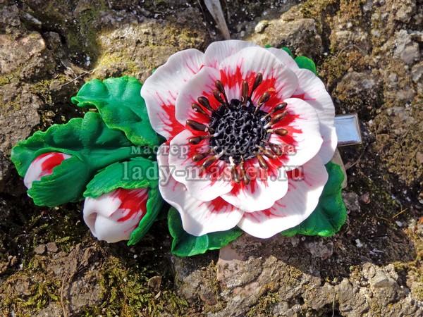 Заколка с крупными объемными цветами из полимерной глины, фото