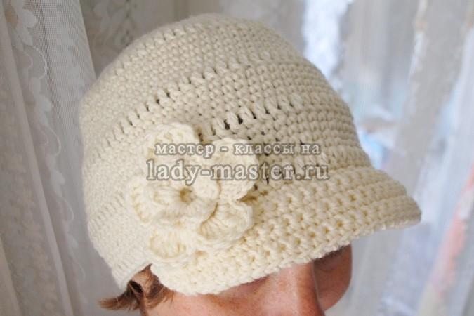 шапка с козырьком крючком, фото