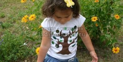 Яркий декор футболки своими руками