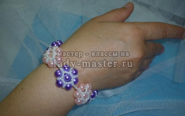 плетение браслетов из бусин, фото
