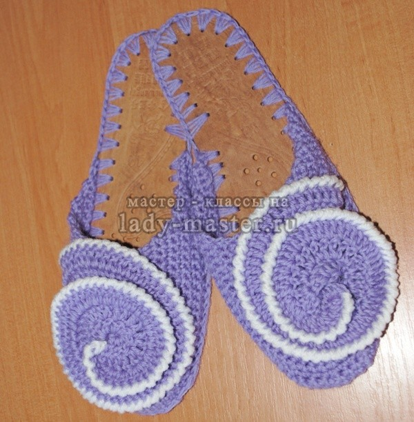 Тапочки фиолетовые крючком