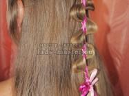 Ассиметричная коса с лентой