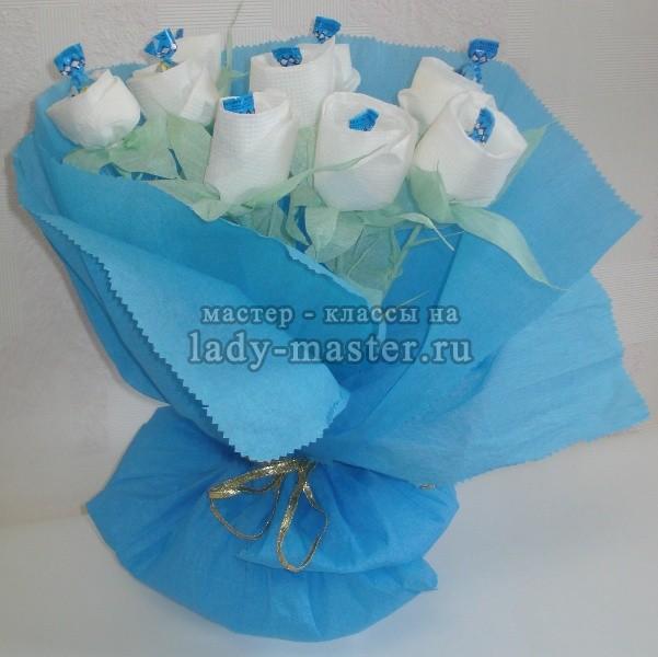 букет белых роз из салфеток, фото