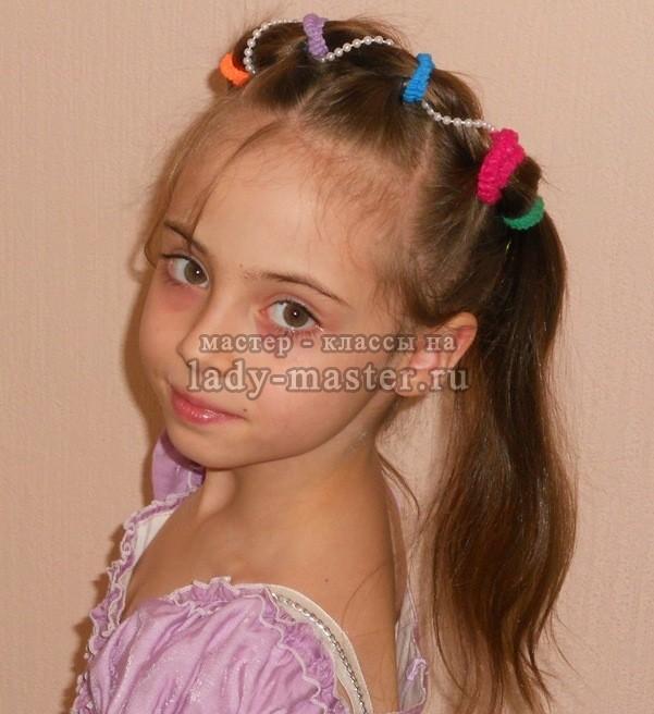 фото прически на новый год с резинками для девочек