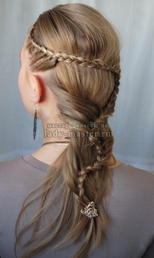 Вьющаяся коса-ручеек в греческом стиле, фото