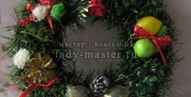 Рождественский венок для украшения интерьера