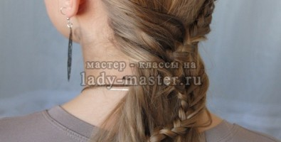Вьющаяся коса-ручеек в греческом стиле