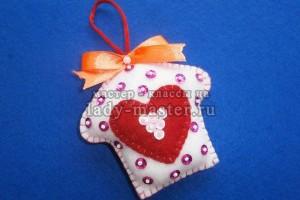 Елочная игрушка «Домик с сердечком»