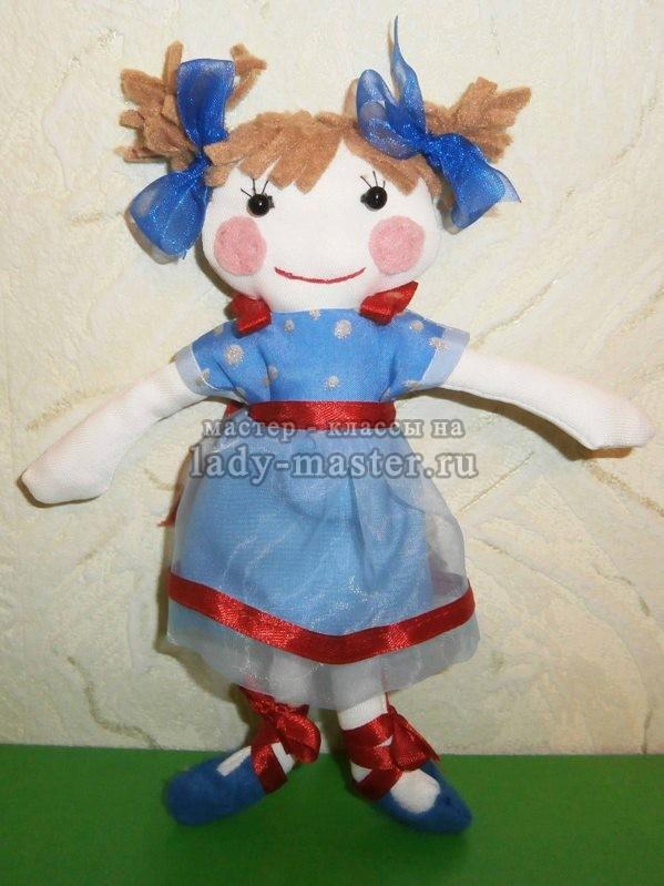 Куколка в голубом платье