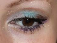 Бело — зеленый макияж для новогодней ночи