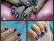 Зимний маникюр в синих тонах