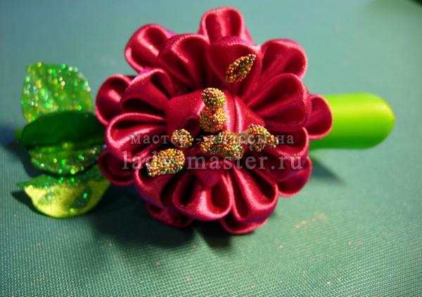 цветы канзаши на заколки, фото