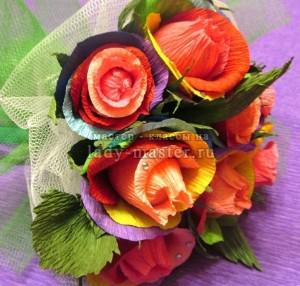 Сладкий букет радужных роз