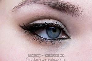 Простой макияж для голубых глаз