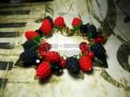 Браслет с ягодами малины и ежевики